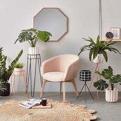 Pink has a bad rap for looking childlike, tacky, or for reminding you of antacids, but with a few styling tricks, a pink interior can go from bleak to chic. Home Interior, Interior Decorating, Interior Ideas, Nordic Interior, Decorating Games, Interior Doors, Decoration Bedroom, Home Office Decor, Home Decor