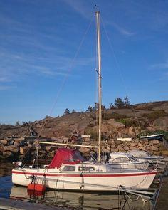 6.mai 2016.  #jaguaryachts #jaguar22 #Jaguar #catalina22 #catalinayachts #yacht #sailboat #hvaleridyll #Hvaler #Norway #2016 by hvalerinnen_av_helgeland