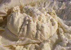 Cum se face branza de vaci - Este o sursa importanta de calciu si proteine Apple Pie, Ice Cream, Vegetarian, Bread, Desserts, Pane, Food, Sherbet Ice Cream, Meal
