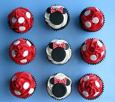 Minnie Mouse cupcakes@Candace Hayes I noticed you have been pinning Minnie Mouse stuff :)