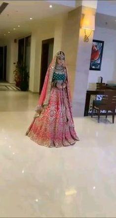 Indian Bride Dresses, Indian Bridal Outfits, Indian Bridal Fashion, Pakistani Bridal Dresses, Wedding Lehenga Designs, Designer Bridal Lehenga, Indian Wedding Video, Indian Bridal Photos, Couple Wedding Dress