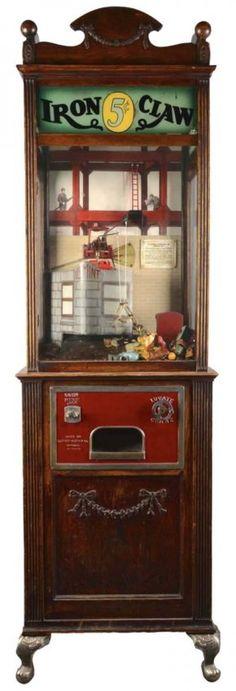 5¢ ESCO Iron Claw Model E Arcade Machine : Lot 382