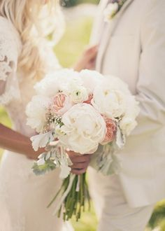 Must do the uneven stems of this bouquet for the bridesmaids