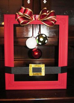 60 DIY Picture Frame Christmas Wreath Ideas that totally fits your Budget - Hike n Dip Here are the best Picture Frame Christmas Wreath Ideas. These unique Christmas Wreaths made using old Picture Frame are cheap & budget-friendly decor Ideas. Picture Frame Wreath, Christmas Picture Frames, Picture Frame Crafts, Simple Christmas, Christmas Diy, Christmas Wreaths, Christmas Ornaments, Easy Christmas Decorations, Christmas Centerpieces