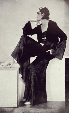 """Glamorous wide-legged black trousers- """"Pour diner"""" - par Drecoll, 1931"""