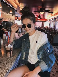 Best Athleisure Outfits Part 14 Girl Photography Poses, Fashion Photography, Image Mode, Poses Photo, Summer Outfits, Cute Outfits, Foto Casual, Vetement Fashion, Instagram Pose