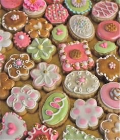 vintage-inspired baby shower cookies at: www.etsy.com/shop/marionsvintagebakery