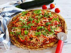 Cuketová pizza s ovesnými vločkami Vegetable Pizza, Hamburger, Food And Drink, Vegetables, Fitness, Vegetable Recipes, Burgers, Veggies