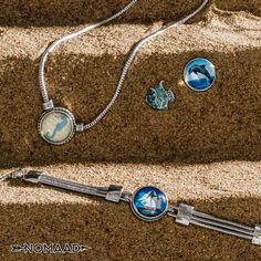 Collection voyage de Nomaad Alex And Ani Charms, Headphones, Charmed, Bracelets, Jewelry, Jewels, Bangles, Ear Phones, Jewlery