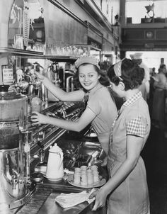 15 Reasons Why Everyone Should Work in a Restaurant at Least Once in Their Lives — Life in the Kitchen (Kitchn 1950 Diner, Vintage Diner, Vintage Restaurant, Retro Cafe, Old Pictures, Old Photos, Diner Aesthetic, American Diner, Soda Fountain