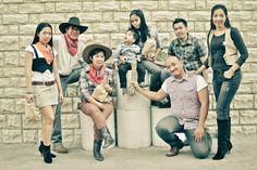 Reyes Family 8 Family Portraits, Family Photos, Couple Photos, Tagaytay Wedding, Cowboy Theme, Family Photographer, Wedding Events, Dubai, Rustic
