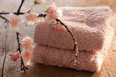 pretty in pink / color inspiration Shabby Chic Colors, Shabby Chic Decor, Color Rosa, Pink Color, Colour, Pink Towels, Bath Towels, Sr1, Shabby Chic Interiors