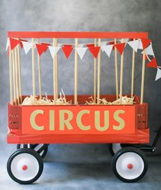 This DIY circus wagon is the perfect decoration for your themed party.