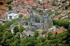 DEU, Deutschland, Luftbildfotografie: Sachsen-Anhalt, Wernigerode, Schloss und Plattenbauten   DEU, Germany, aerial photography: Saxony-Anhalt, Wernigerode, castle