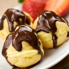 Simple and delicious, a chocolate profiteroles recipe is a cooks classic. View our simple step-by-step profiteroles recipe and enjoy! Puff Pastry Desserts, Choux Pastry, Puff Pastry Recipes, Köstliche Desserts, Healthy Desserts, Delicious Desserts, Dessert Recipes, Yummy Food, French Food