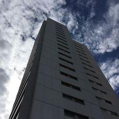 En las afueras #edificio #urban #rascacielos