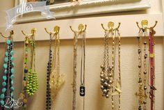 *PinkPostcard.*: simple DIY necklace hangers