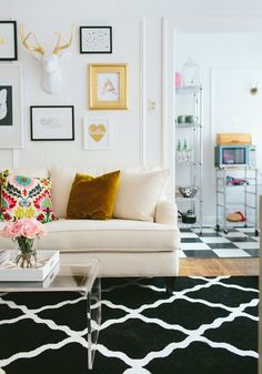 Fizz56 Dream Room Makeover: Winner's Home Tour #theeverygirl // #studio apartment // graphic rug // white couch // black gold white // lucite coffee table