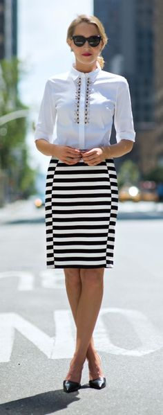 Stylish look of black and white street style outfits everywhere. What is better then these black and white combination.Simultaneously bold and understated, black and white outfits are perennially c… Fashion Mode, Office Fashion, Work Fashion, Womens Fashion, Fashion Ideas, Workwear Fashion, Fashion Blogs, Nyc Fashion, Latest Fashion