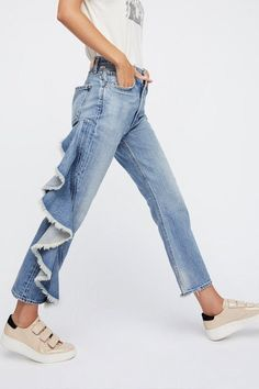Ruffles. Get the best fall denim trends here. Cheap Fashion, Fashion Ideas, Fall Fashion Trends, Latest Fashion, Fashion Online, Autumn Fashion, Fashion Guide, Fashion 101, Fashion Websites