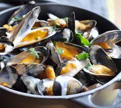 Moules à la crème - Envie de bien manger. Plus de recettes de fruits de mer sur www.enviedebienmanger.fr