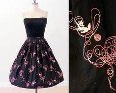Cats Chasing Yarn 50s Novelty Print Circle Skirt, 1950s Cotton Circle Skirt, Black Pink & White Cats Novelty Skirt, Cat Lovers Vintage Skirt