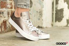 Volg je dromen... in deze zilveren adidasjes  Get yours: https://www.sooco.nl/adidas-courtvantage-w-zilveren-lage-sneakers-28755.html