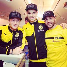 """""""Bros on a plane. ✌️✈️ #bvb #dortmund #borussiadortmund #airport #travelgram #trainingcamp #trainingslager #reus #weigl #castro"""""""