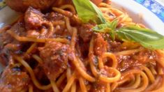 Looking for recipes Mom's Spaghetti Sauce , each of our site provides recipes Mom's Spaghetti Sauce that a person need Listed below are the . Homemade Spaghetti, Spaghetti Recipes, Sauce Recipes, Cooking Recipes, Dishes Recipes, Spaghetti Sauce From Scratch, Canned Tomato Juice, Easy Pasta Sauce, Homemade Smoothies