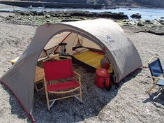 Would you like to go camping? If you would, you may be interested in turning your next camping adventure into a camping vacation. Camping vacations are fun Bushcraft Camping, Ultralight Backpacking, Camping Survival, Motorcycle Camping, Camping Car, Outdoor Camping, Camping Ideas, Fishing Tent, Tent Design