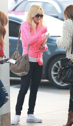 http://okpopgirls.rebzombie.com/wp-content/uploads/2012/11/SNSD-Hyoyeon-airport-fashion-nov-22-2-3.jpg