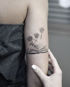 Awe-inspiring Book Tattoos for Literature Lovers - KickAss Things - crazy black and gray book tattoo ©️️ Tattoo Artist Edit Paints 😻😻😻 - Trendy Tattoos, Love Tattoos, Beautiful Tattoos, Body Art Tattoos, Small Tattoos, Crazy Tattoos, Tatoos, Memory Tattoos, Hand Tattoos