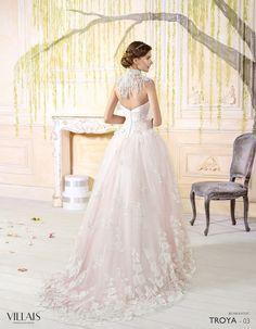 TROYA: Vestido de tul bordado fruncido con tul nude. Palabra de honor y cuello de flecos http://www.villais.com/es/vestidos-de-novia-2016/romantic/troya/ ++ CustomMade ++