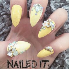 Pastel yellow crystal false nails!