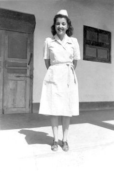 Army Nurse Olive Eloise Crouse Kauffroth wearing the seersucker dress during She was in nursing school when the army searched new nurses, she was on of the 7 selected from her school and completed her training in an army hospital in 1944 ~ Ww2 Women, Military Women, Nurse Hairstyles, Best Nursing Schools, New Nurse, Vintage Nurse, Nurse Costume, Seersucker Dress, Waves