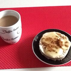Coffe time... rice cakes, apple, honey and cinnamon ... delicious!