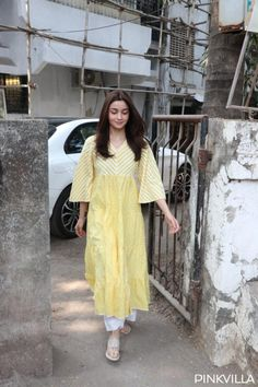 PHOTOS: Alia Bhatt pampers herself at the salon post wrapping up Kalank Casual Indian Fashion, Indian Fashion Dresses, Dress Indian Style, Pakistani Dresses, Stylish Dress Designs, Designs For Dresses, Stylish Dresses, Indian Wedding Outfits, Indian Outfits