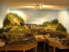 Ho Trains, Model Trains, Ho Train Layouts, Love Bears All Things, Train Table, Model Building, Beautiful Architecture, Scale Models, Railroad Tracks
