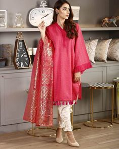 Bookmark These Stylish Outfit Ideas For Eid Eid Outfits, Bridal Outfits, Indian Outfits, Simple Outfits, Simple Dresses, Stylish Outfits, Summer Dresses, Pakistani Lawn Suits, Pakistani Dresses
