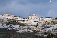 Santorini Tours, Santorini Island, Tour Guide, Paris Skyline, Exo, Beautiful Places, Small Houses, Travel, Life
