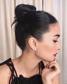 The flyaway bun Heart Evangelista Style, Filipina Actress, Celebrity Style Casual, Rich Girl, Girls Makeup, Celebs, Celebrities, Elegant Woman, Hair Looks