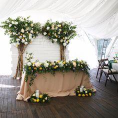 Шикарное цветущее место молодых На свадьбе Максима и Екатерины За несколько дней до свадьбы, наш шеф декоратор, предложил ребятам…