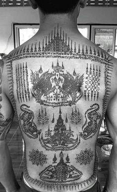 ล้อมยันต์ Asian Tattoos, Back Tattoos, Body Art Tattoos, Sleeve Tattoos, Tattoos For Guys, Thai Tattoo, Khmer Tattoo, Yantra Tattoo, Sak Yant Tattoo