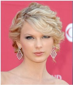 Okay, everybody, I am MOST DEFINITELY NOT a fan of Taylor Swift, but her hair, makeup, and earrings here are super cute.