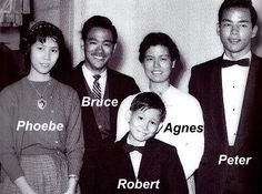 La Familia Sister's and Brothers 😍 Brandon Lee, Bruce Lee Children, Bruce Lee Family, Kung Fu, Bruce Lee Fotos, Bruce Lee Martial Arts, Jeet Kune Do, Hong Kong, Samurai