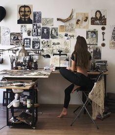 31 Ideas For Art Studio Space Ideas Lighting Art Studio Room, Art Studio Decor, Art Studio Design, Art Studio At Home, Studio Apartment Design, Dream Studio, Room Goals, Aesthetic Rooms, Artist Aesthetic