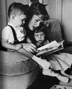 Debbie Reynolds reads to the kids. #ObiettivoLeggere @Libriamo Tutti