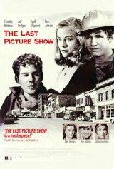 CINE(EDU)-606. La última película = The last picture show. Dir. Peter Bogdanovich. Estados Unidos, 1971. Drama. Nunha pequena cidade de Texas, na década dos 50, un grupo de mozos afronta o paso da adolescencia á madureza marcados por unha sociedade reprimida e cambiante na que o cine e todo o que representa morre en mans do poder da televisión. http://kmelot.biblioteca.udc.es/record=b1494326~S1*gag