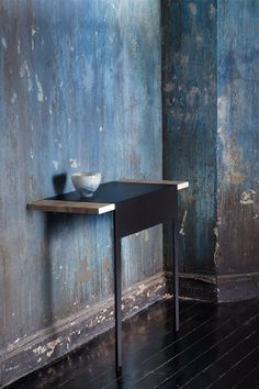 Lovely wallpaper by La Redoute x Bensimon via MilK decoration Wabi Sabi, Interior Walls, Interior And Exterior, Distressed Walls, Distressed Texture, Old Wall, Wall Finishes, Interior Decorating, Interior Design