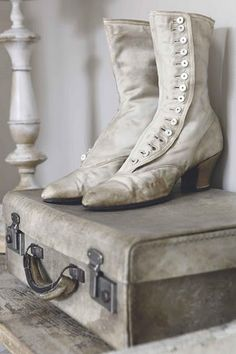 Like the suitcase - not real crazy about the boots - Antique Victorian Shoes Bedroom Whitewashed Cottage chippy shabby chic french country rustic swedish idea Looks Vintage, Vintage Love, Vintage Items, Vintage Vignettes, Vintage Display, Vintage Romance, Vintage Beauty, Vintage Clothing, Vintage Suitcases